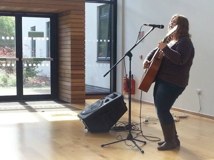 Sarah Passmore dazzles with an afternoon acoustic set